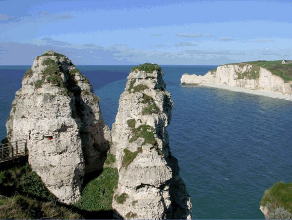 Etretat-rocks-left-bank.jpg
